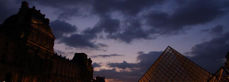 ルーブル美術館の夕焼け